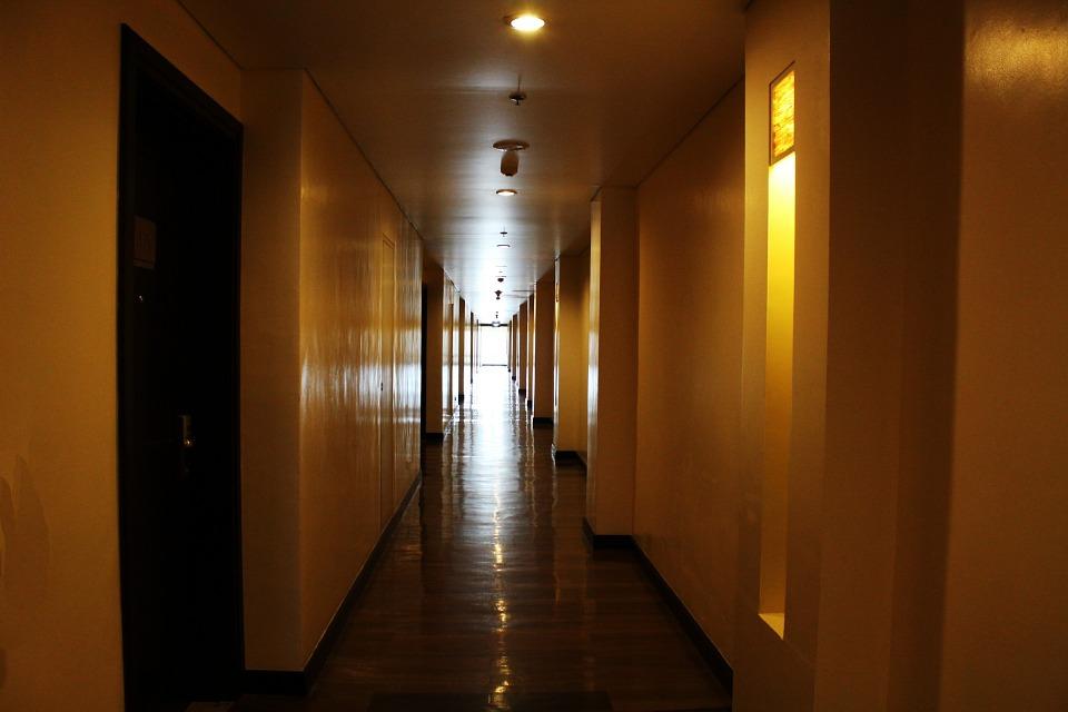 Wisconsin man dies after being found unresponsive in Oak Brook hotel room